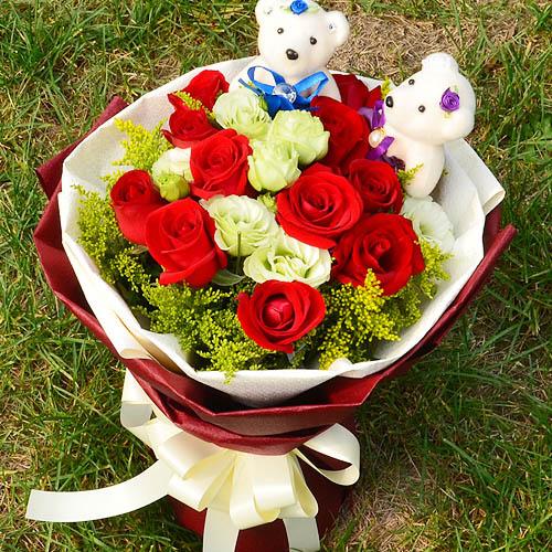 11朵红玫瑰,搭配洋桔梗,黄莺,2个小熊