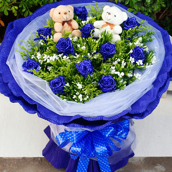 11朵蓝色妖姬,2个小熊,搭配黄莺和相思梅